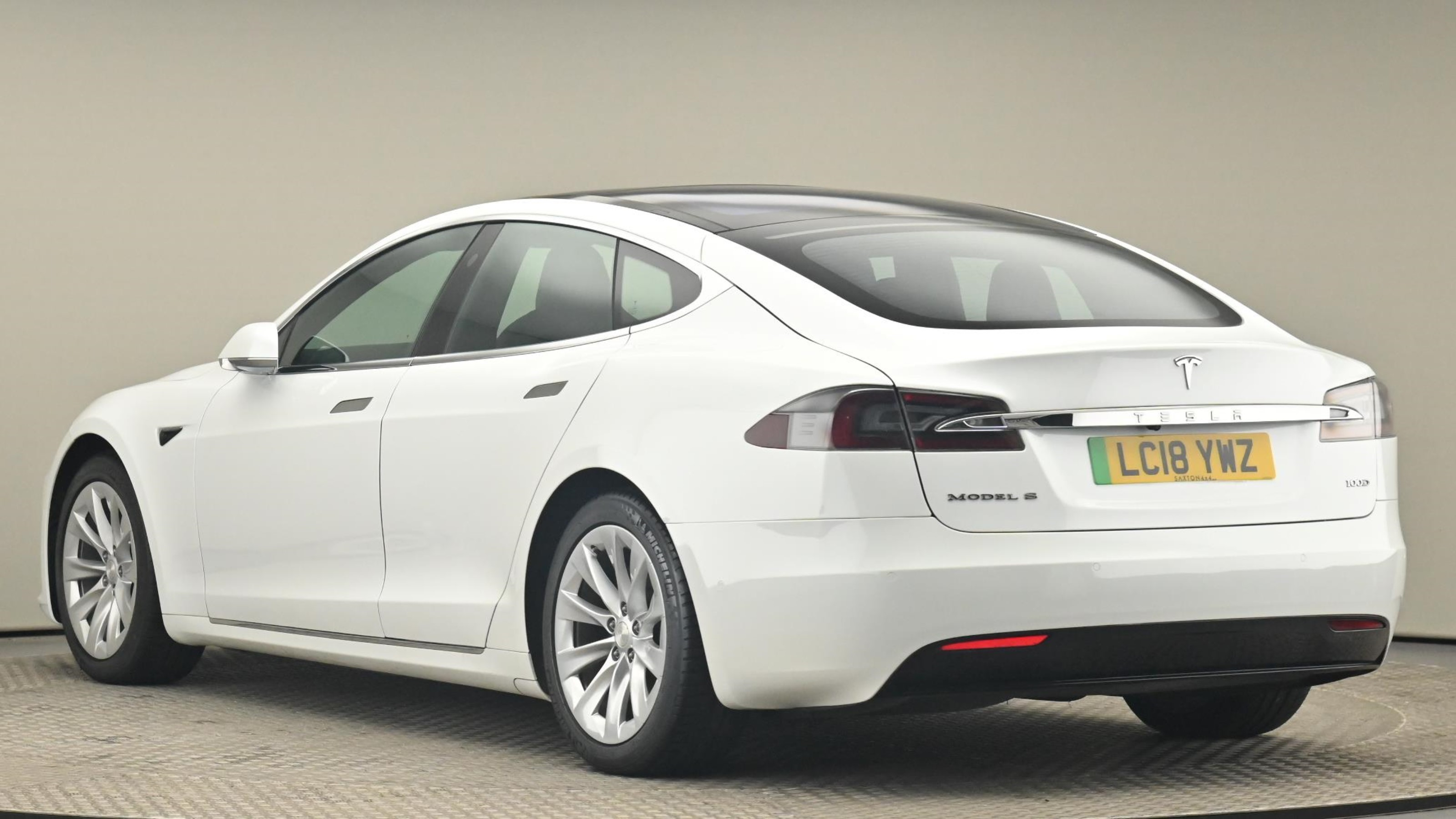 Used 2018 Tesla MODEL S 449kW 100kWh Dual Motor 5dr Auto WHITE at Saxton4x4