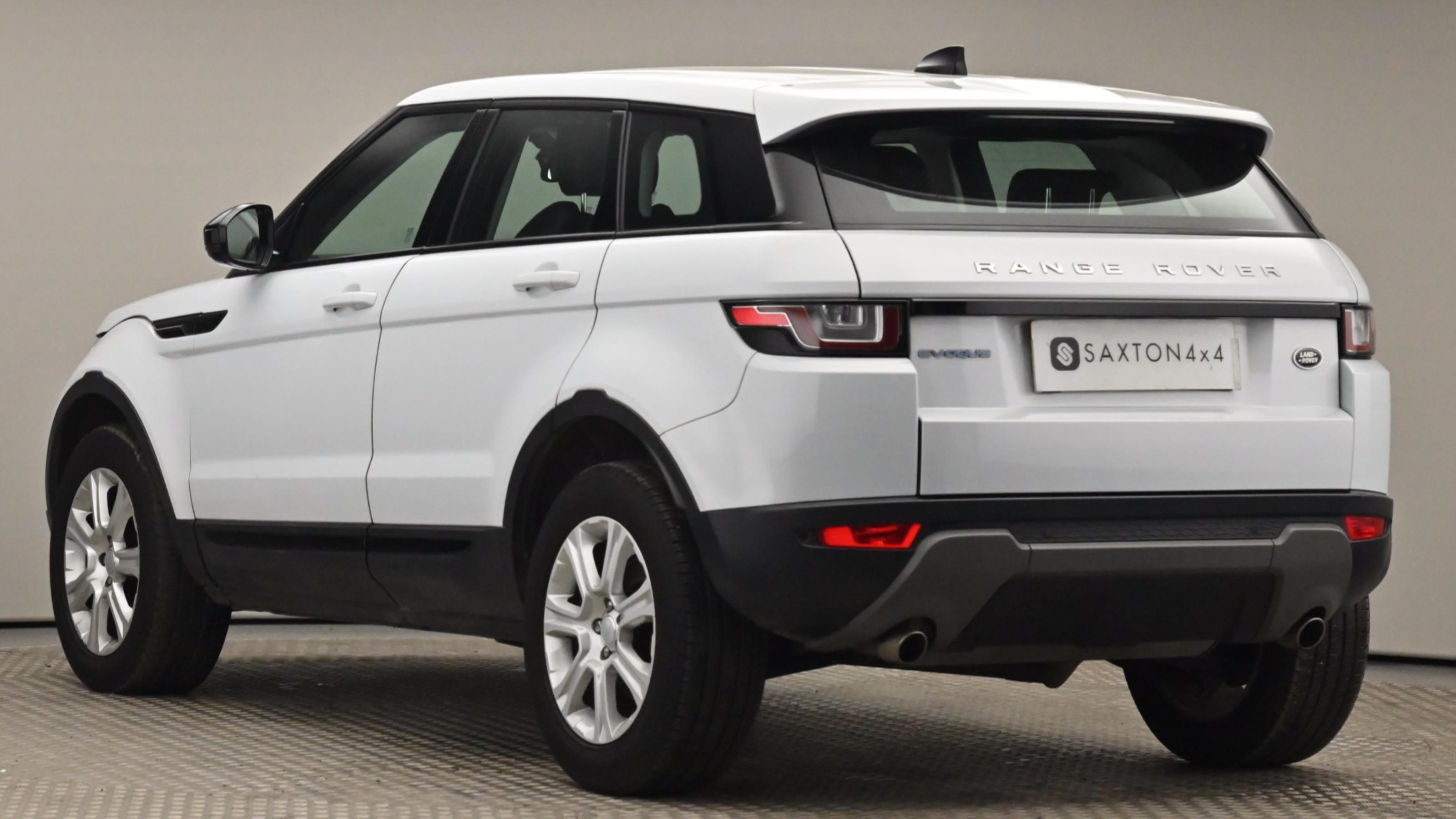 Used 16 Land Rover RANGE ROVER EVOQUE 2.0 eD4 SE Tech 5dr 2WD WHITE at Saxton4x4
