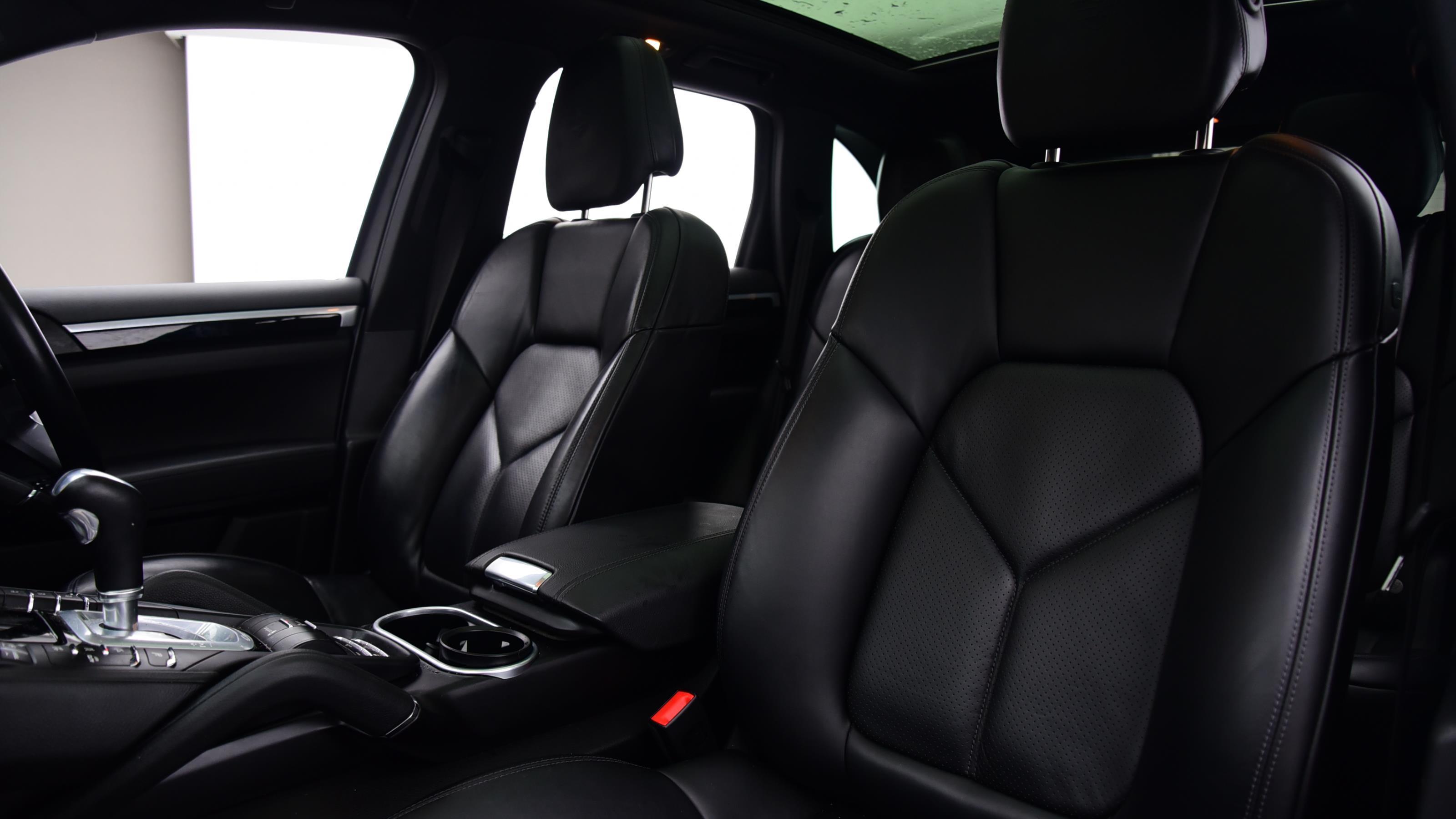 Used 2016 Porsche CAYENNE S Platinum Edition E-Hybrid 5dr Tiptronic S SILVER at Saxton4x4