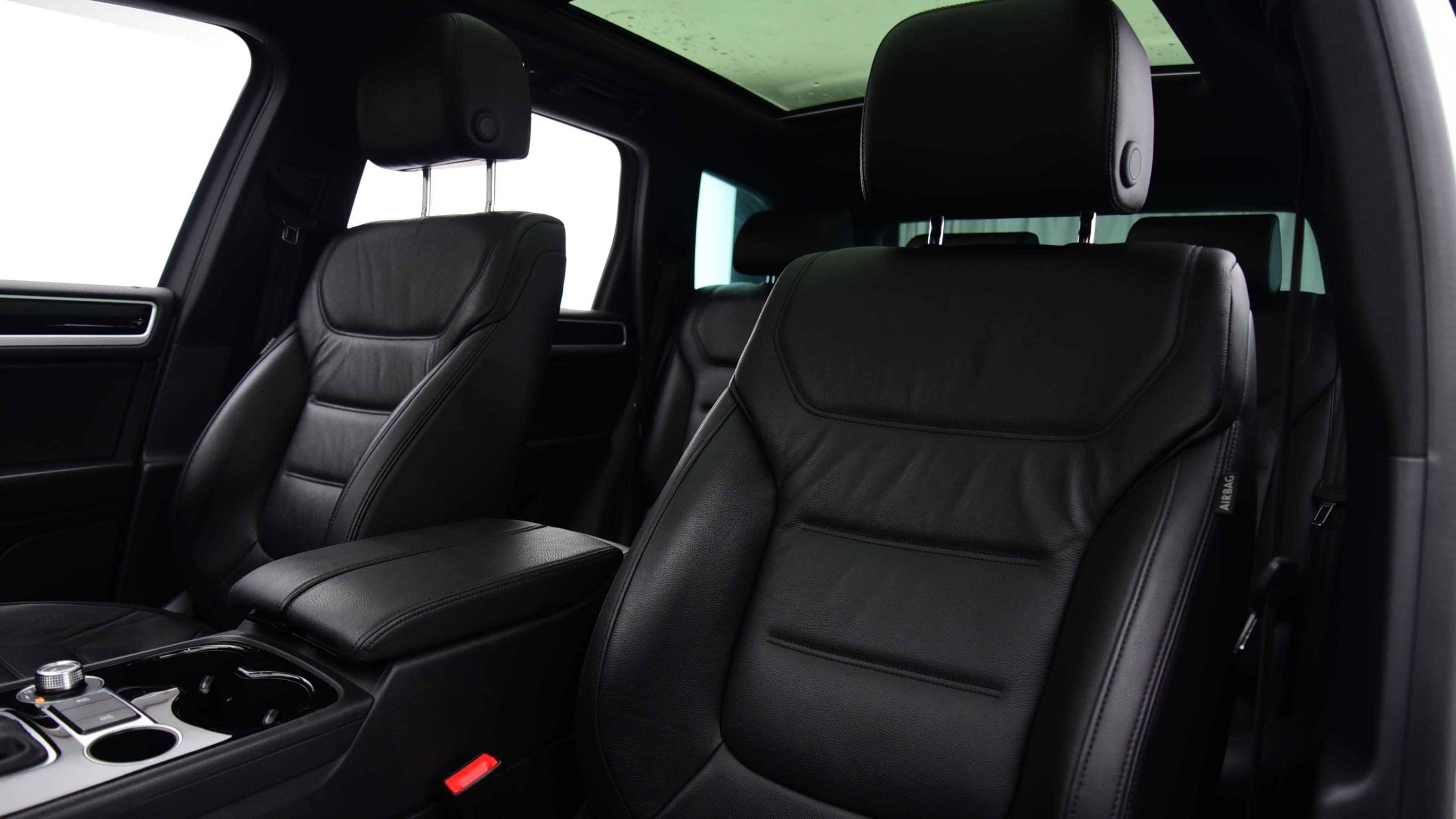 Used 2017 Volkswagen TOUAREG 3.0 V6 TDI BMT 262 R Line Plus 5dr Tip Auto WHITE at Saxton4x4