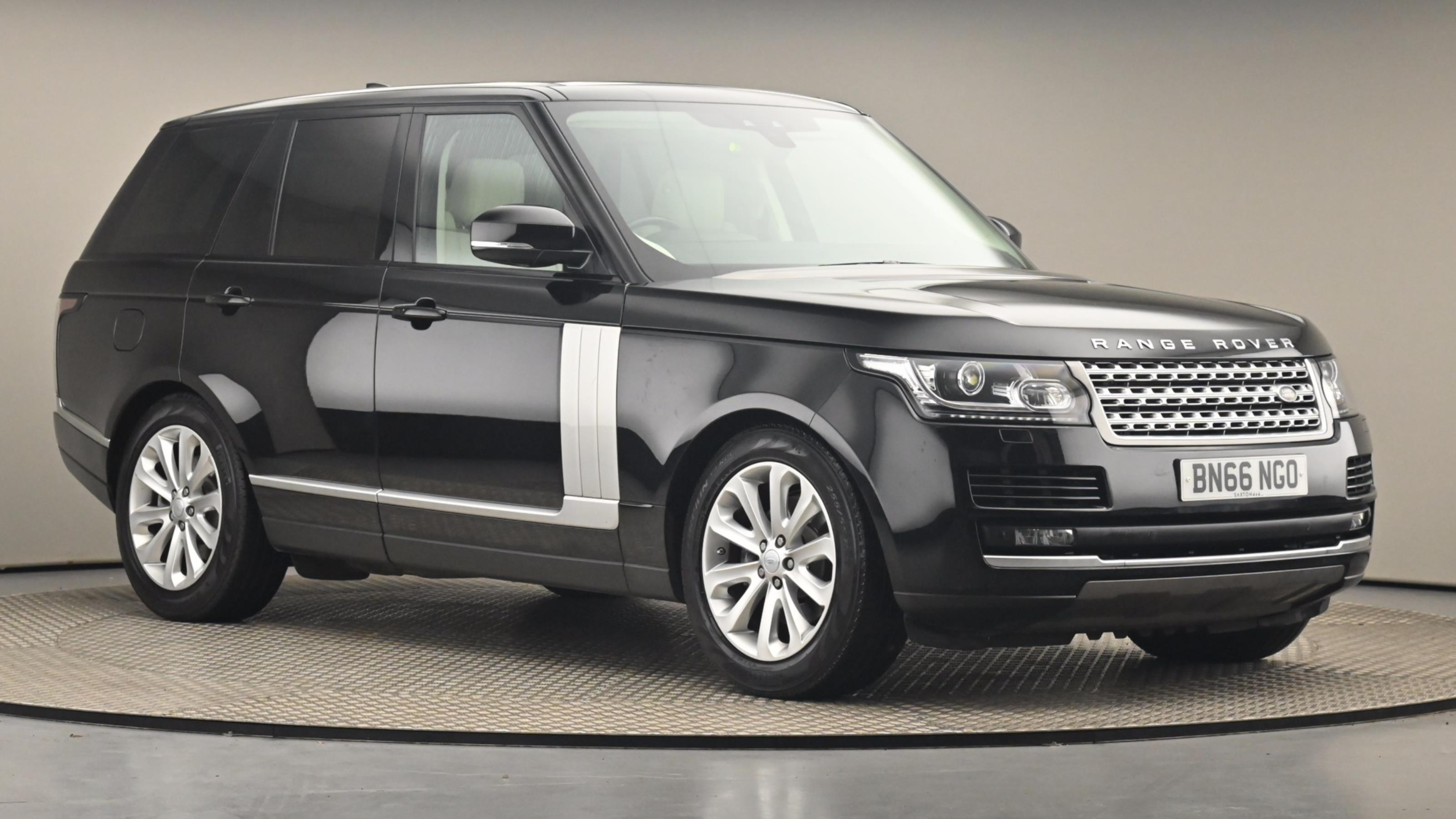 Used 2017 Land Rover RANGE ROVER 3.0 TDV6 Vogue 4dr Auto BLACK at Saxton4x4