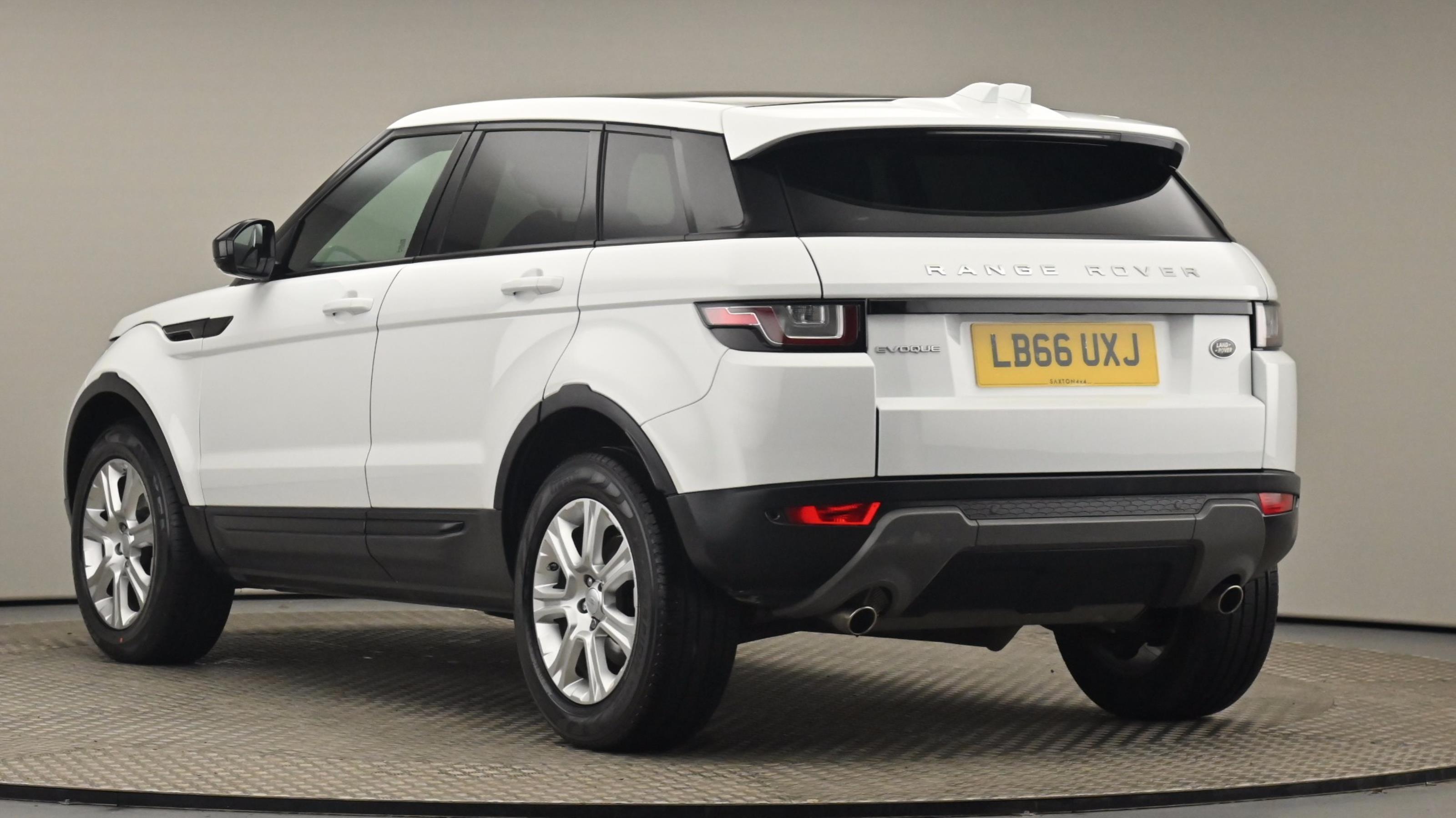 Used 2017 Land Rover RANGE ROVER EVOQUE 2.0 TD4 SE Tech 5dr Auto WHITE at Saxton4x4