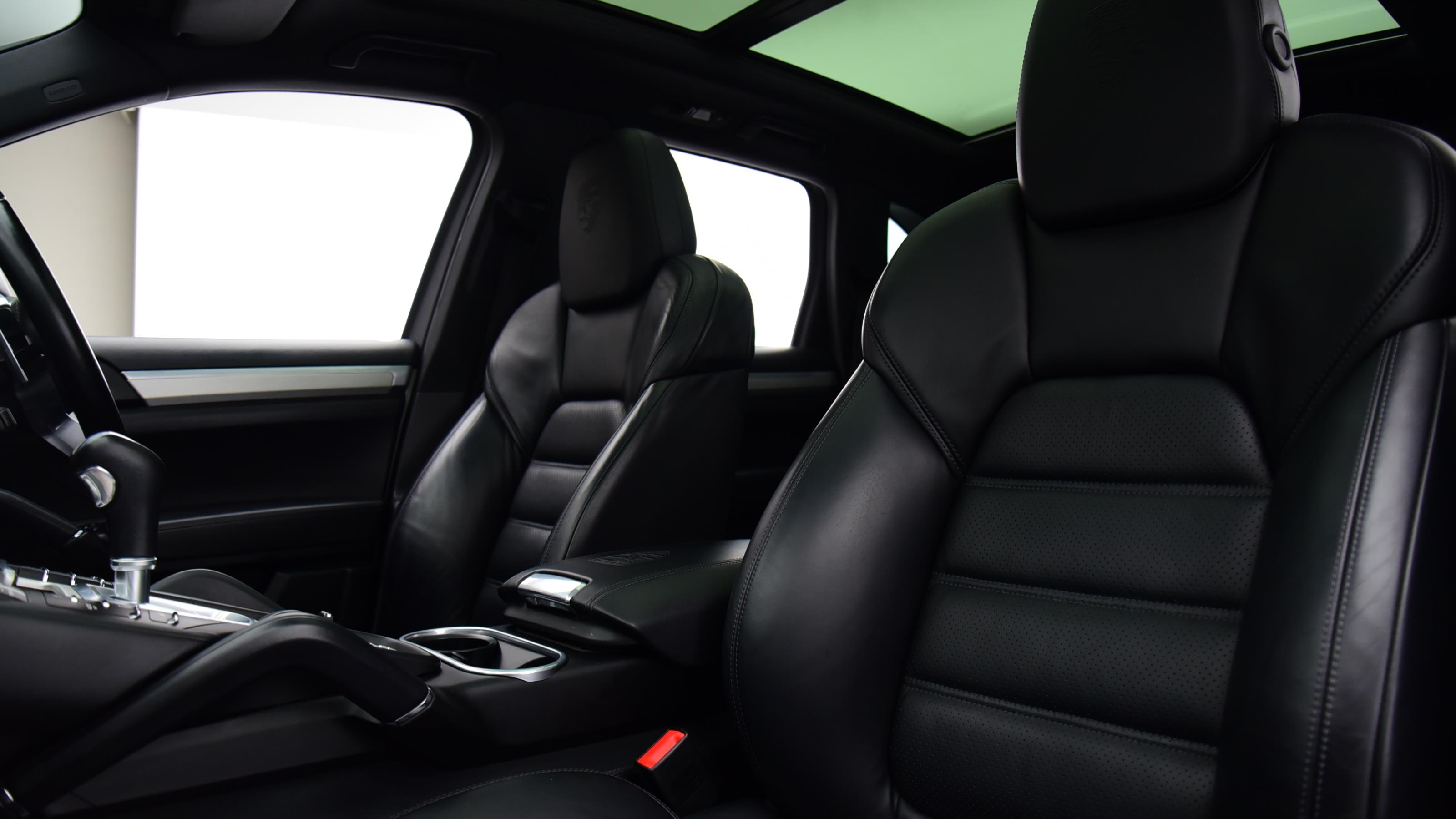 Used 2016 Porsche CAYENNE Platinum Edition Diesel 5dr Tiptronic S WHITE at Saxton4x4