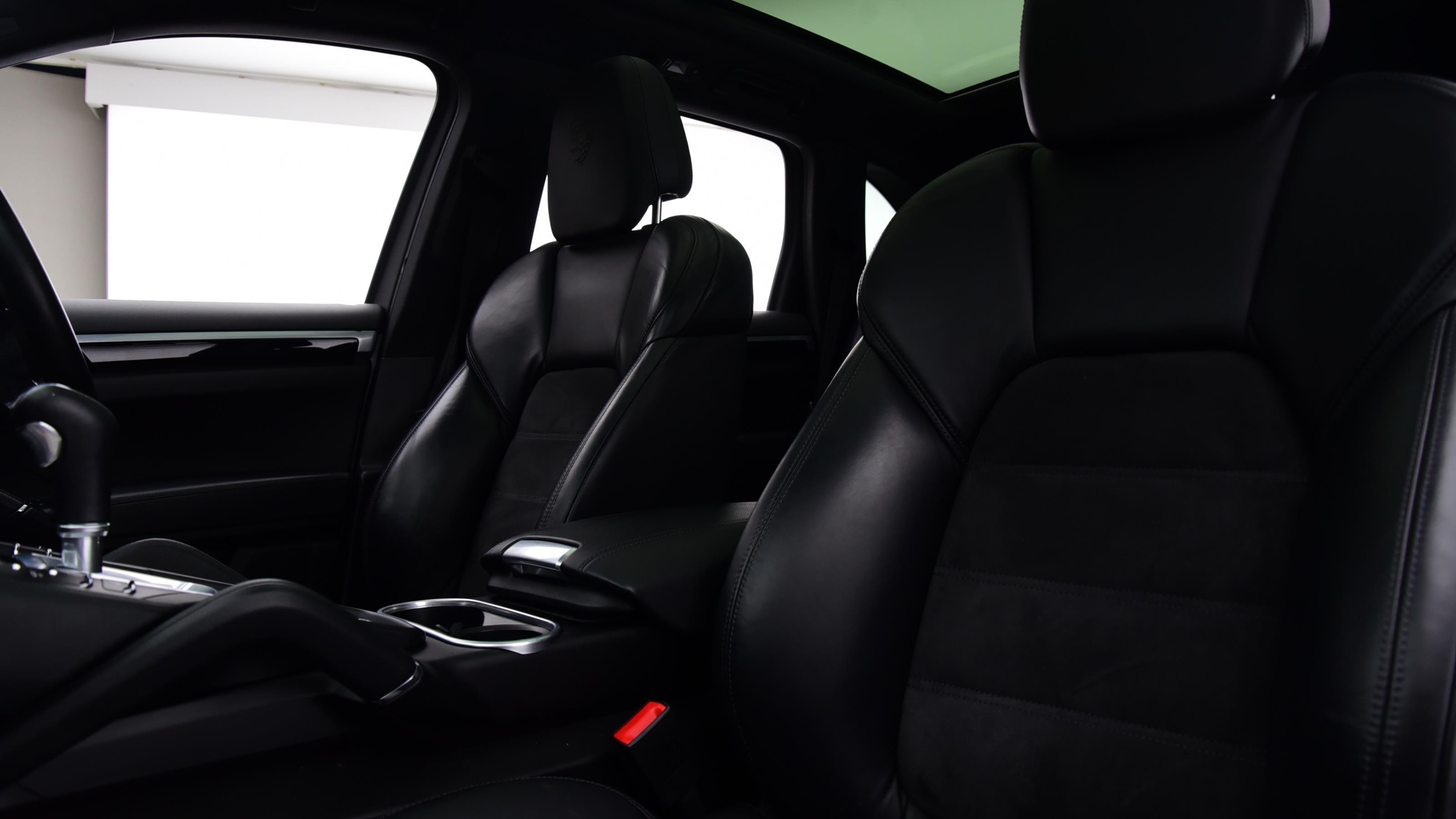 Used 2017 Porsche CAYENNE S Platinum Edition E-Hybrid 5dr Tiptronic S WHITE at Saxton4x4