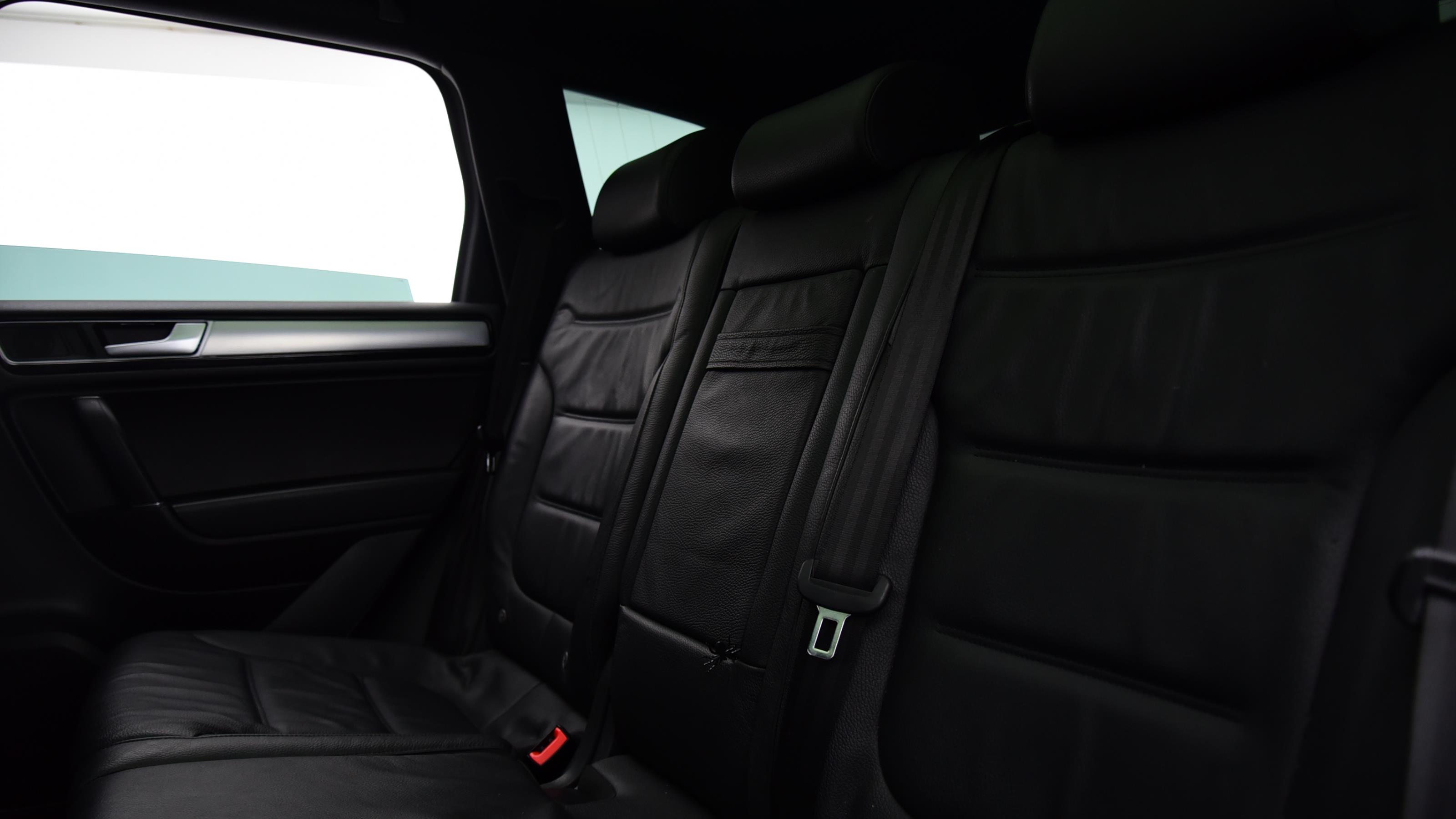 Used 2015 Volkswagen TOUAREG 3.0 V6 TDI BlueMotion Tech 262 R Line 5dr Tip Auto WHITE at Saxton4x4