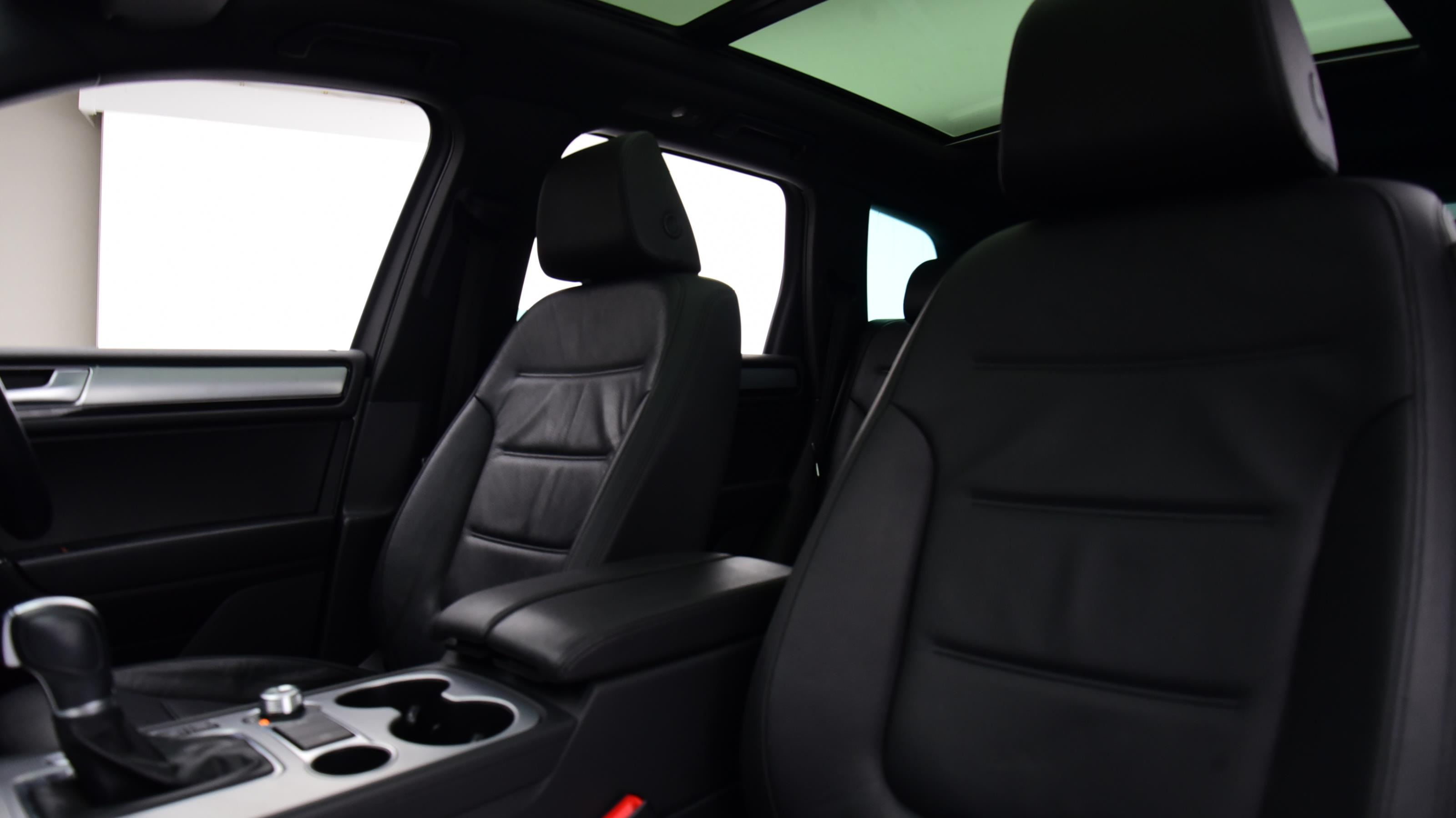 Premium quilted rear seat cover for VW TIGUAN TSI S 08-