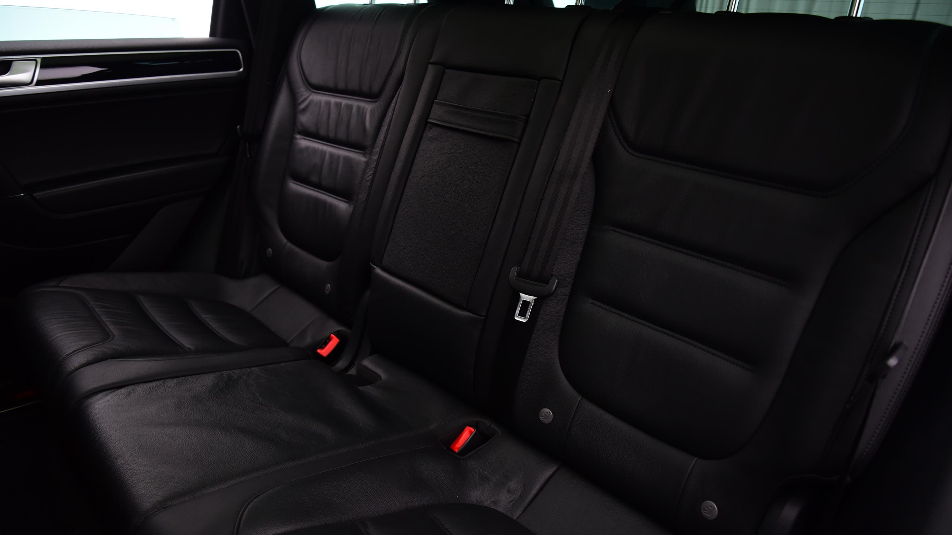 Used 2016 Volkswagen TOUAREG 3.0 V6 TDI BMT 262 R Line Plus 5dr Tip Auto WHITE at Saxton4x4